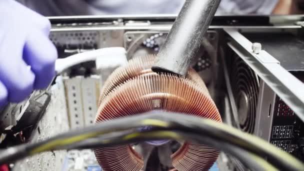 Как правильно чистить компьютер от пыли
